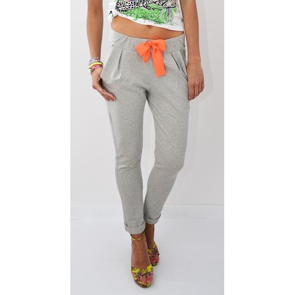 dresowe-spodnie-z-neonowym-wizaniem
