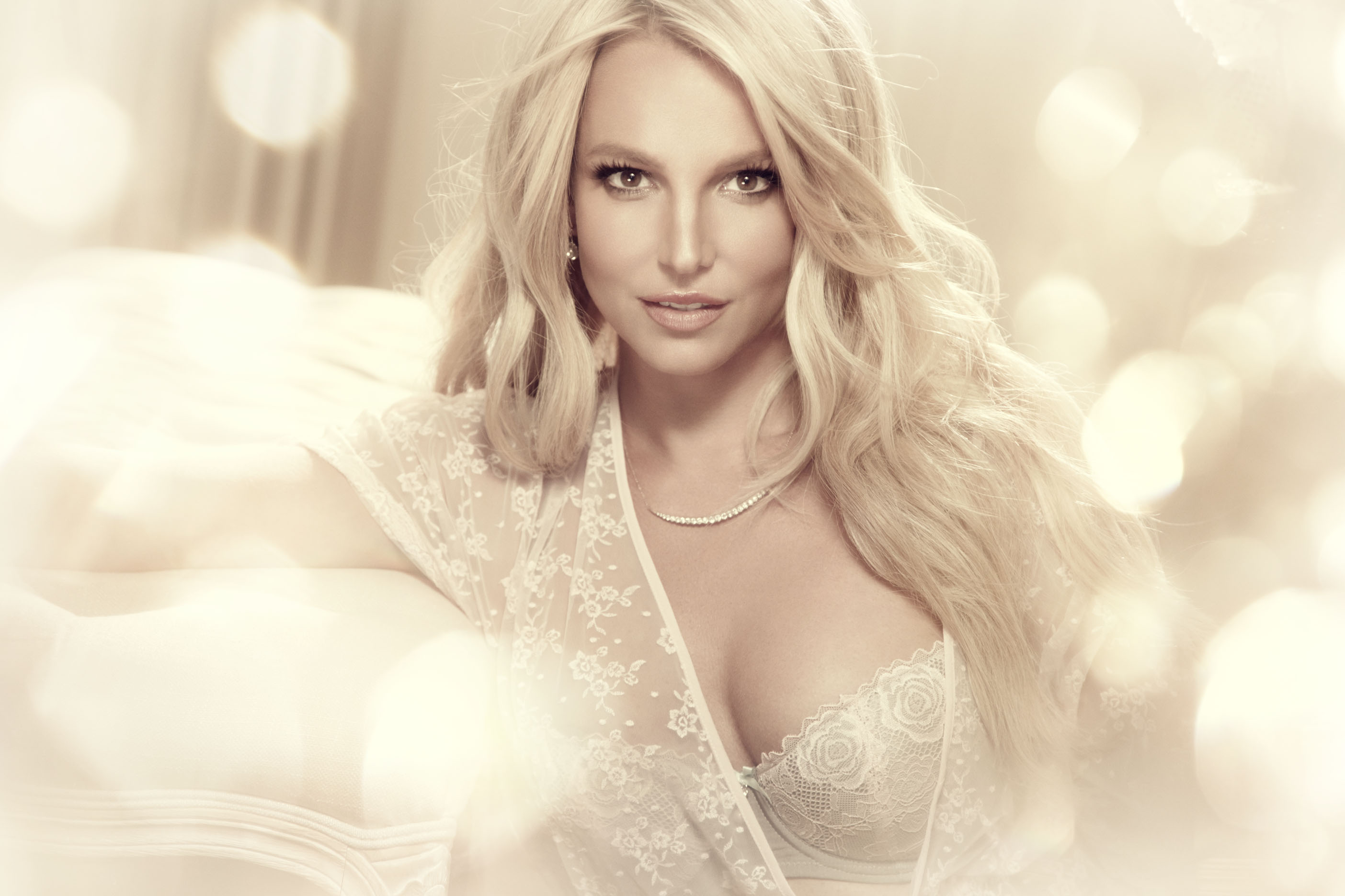 The Intimate Britney Spears (2)