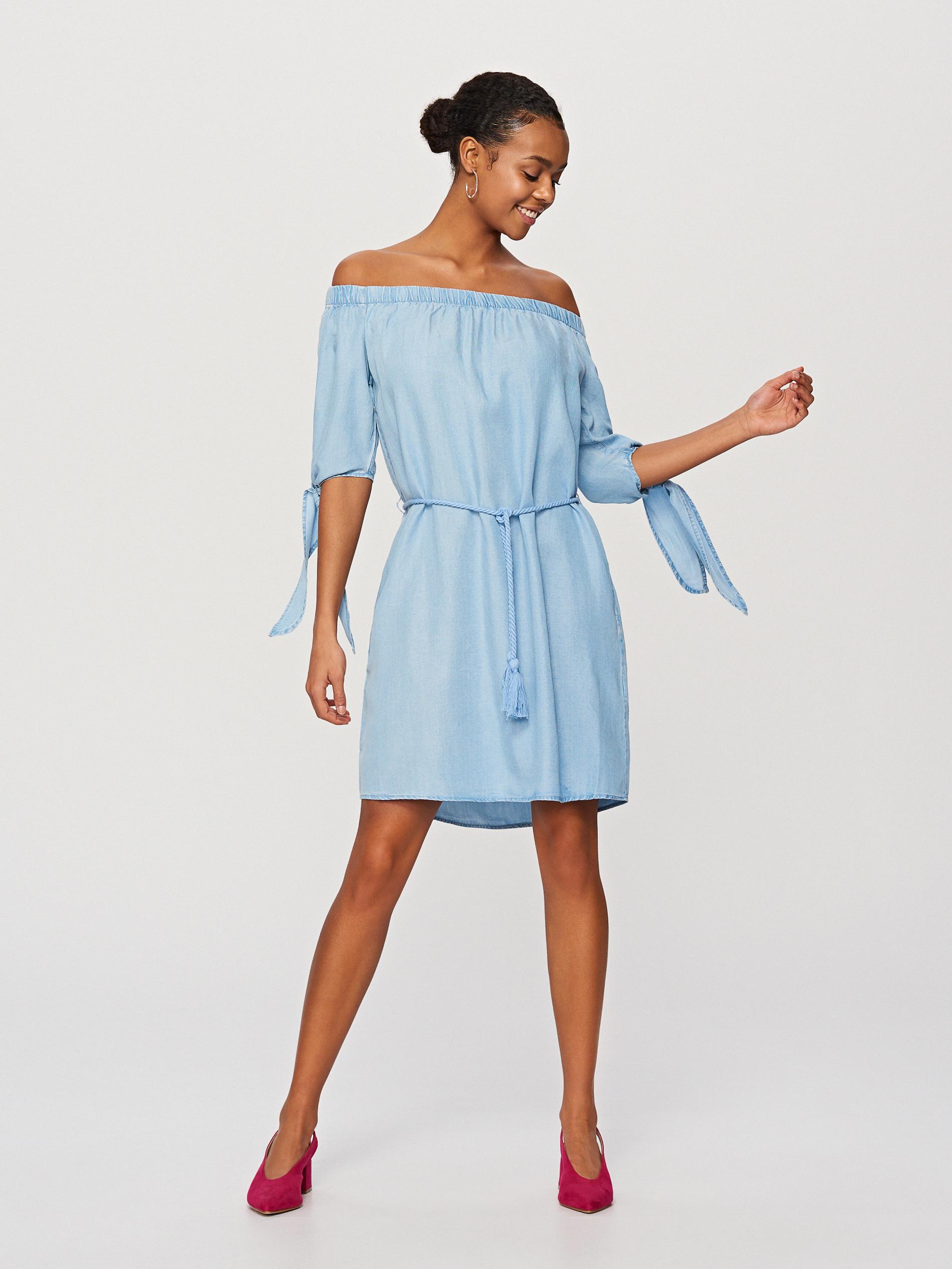 07c507ecf9 Modele z odkrytymi ramionami wysmuklają szyję i pięknie podkreślają dekolt.  Naszą dzisiejszą propozycją jest sukienka hiszpanka marki Reserved.